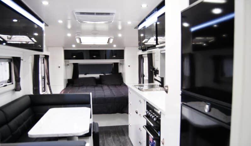 OLYMPIC Javelin X8 21'6 Custom Design, Club Lounge full
